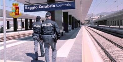 Reggio Calabria, minaccia agenti con una piccozza: arrestato 37enne
