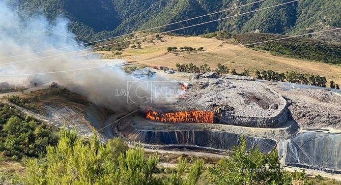 Incendio nella discarica di Vetrano