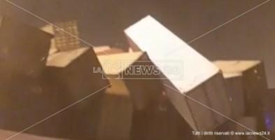 Porto Gioia Tauro, forte vento e pioggia battente: pile container crollate e attività sospese