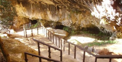 L'ingresso alla Grotta del Romito