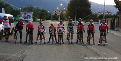 I corridori della società ciclistica Castrovillari prima della partenza