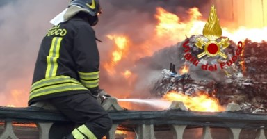 Incendi impianti rifiuti, l'Arpacal: «È un vero e proprio attacco criminale»
