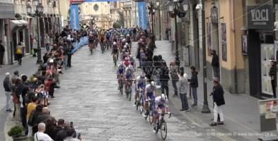Ciclismo, festa grande a Catanzaro per il passaggio del Giro d'Italia