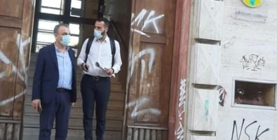 Ermanno Cennamo e Carmine Quercia all'ingresso dell'Asp di Cosenza