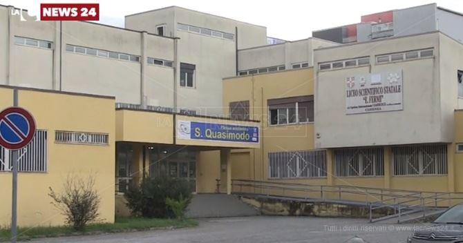 La scuola Quasimodo e il liceo Fermi di Cosenza