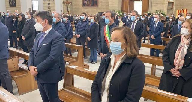 Conte e Lamorgese in chiesa a Cosenza