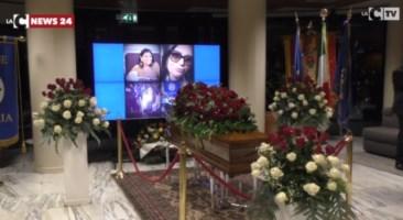 Jole Santelli, lacrime e commozione per l'arrivo del feretro alla Cittadella regionale