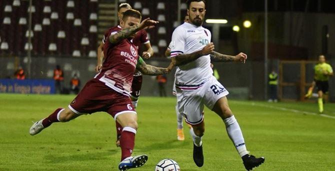 Un momento del derby d'andata di quest'anno tra Reggina e Cosenza