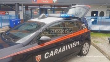 Una pattuglia dei carabinieri nel pronto soccorso dell'ospedale di Cosenza