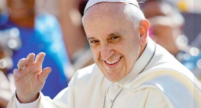 Papa Francesco, foto fb