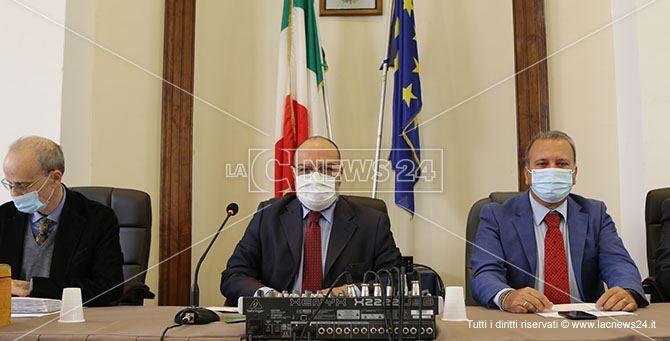 Santagada (nella foto al centro) neo presidente del consiglio comunale al fianco del sindaco Lo Polito