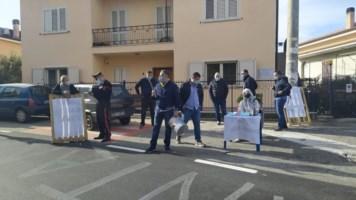 La protesta dei cittadini a Casali del Manco (foto Facebook)
