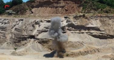 Esplosivo rinvenuto e fatto brillare nel Vibonese: il video