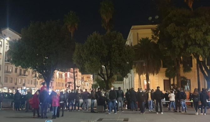 Proteste a Cosenza, foto dalla pagina fb del sindaco Occhiuto