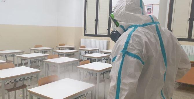 Coronavirus Cosenza, 15 studenti positivi nel plesso di Piano Lago a Mangone