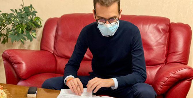 Il vice sindaco Paolo Pappaterra firma gli avvisi pubblici di Riparti Mormanno
