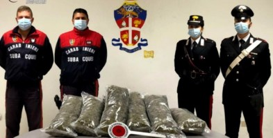 Trasportavano 7 chili di marijuana in barca, due arresti nel Reggino