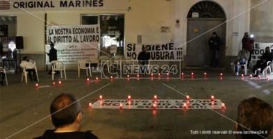 Ristoratori, artisti e commercianti in piazza a Castrovillari contro il nuovo Dpcm: «È la morte del lavoro»
