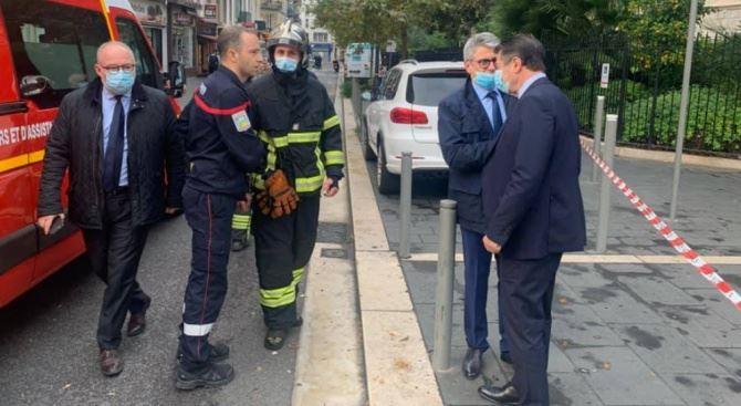 Il sindaco Christian Estrosi nel luogo dell'attacco, foto tratta dal profilo fb del primo cittadino
