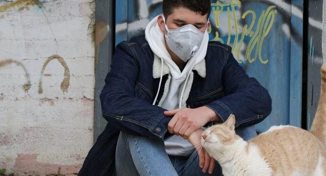 Adolescente con mascherina, foto da pixabay