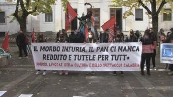 La protesta a Cosenza in Piazza 11 Settembre