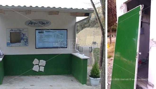 La casa dell'acqua di Castiglione Cosentino e, a destra, la porta scassinata
