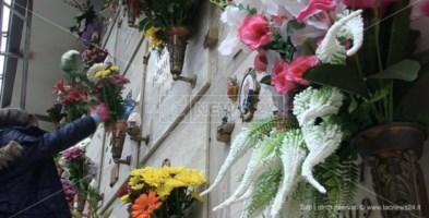 La festa dei morti nell'anno del Covid: termoscanner agli ingressi e viali semideserti