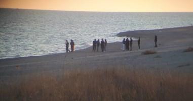 Camini, trovato cadavere in spiaggia: forse è il migrante disperso il 29 ottobre