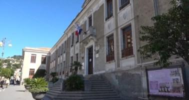 Coronavirus Lamezia, troppi contagi a scuola: lezioni sospese al Perri-Pitagora