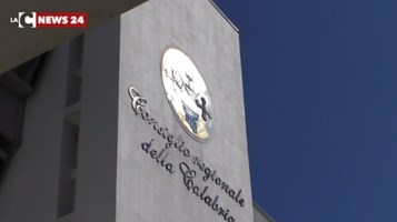 Per il Consiglio regionale l'emergenza Covid non esiste, insorgono Aieta e Di Natale: «Inaccettabile»