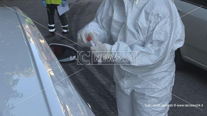 Un operatore impegnato nell'emergenza sanitaria in corso