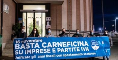 Imprese e partite iva piegate dalla pandemia, sit-in di Fratelli d'Italia a Catanzaro
