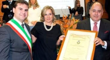 Un momento della cerimonia di conferimento della cittadinanza onoraria al professor Gaudio