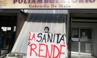 Protesta davanti il Poliambulatorio di Rende: «Potenziate la sanità pubblica»