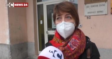 Scuole chiuse in Calabria, la protesta delle mamme: «Leso il diritto allo studio»