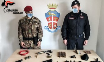 Arsenale in un terreno demaniale, sequestro dei carabinieri nel Reggino