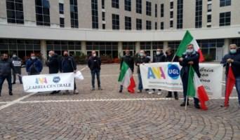 Fondi sostegno attività produttive, 300 ambulanti protestano davanti alla Regione Calabria