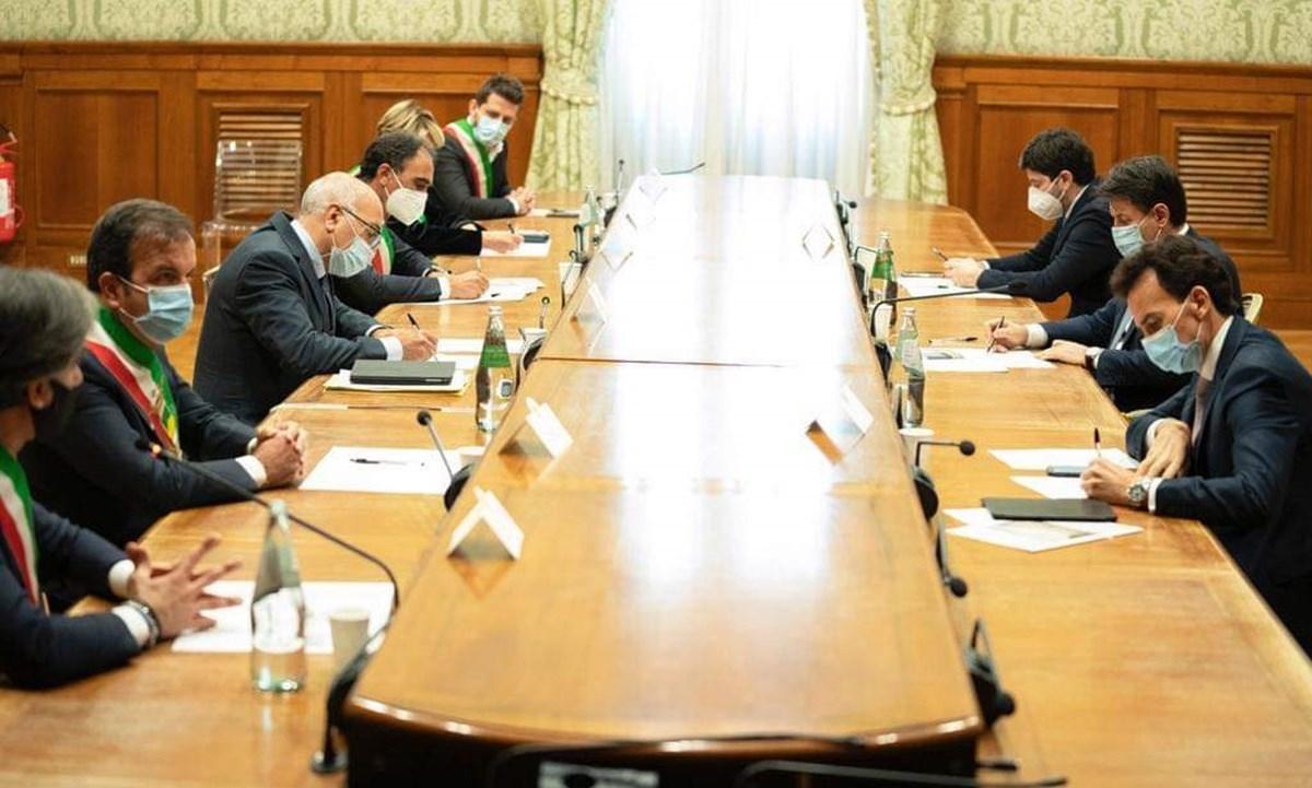 La delegazione dei sindaci all'incontro con Conte e Speranza