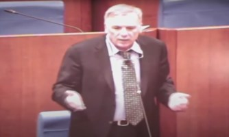 Quello scandaloso applauso del Consiglio a Tallini: la casta che difende se stessa