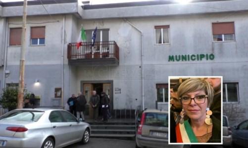 Decollatura, il sindaco Brigante si dimette: «Umiliata e attaccata oltre il contesto politico»