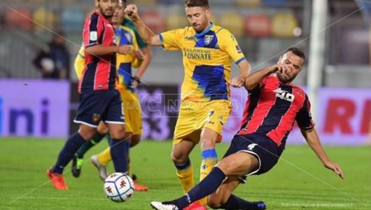 Serie B, un Cosenza da urlo vince 2-0 a Frosinone: è la prima vittoria stagionale