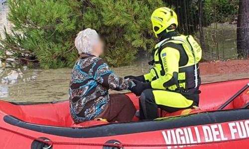 Maltempo a Crotone, esonda il fiume Esaro: evacuate 200 persone