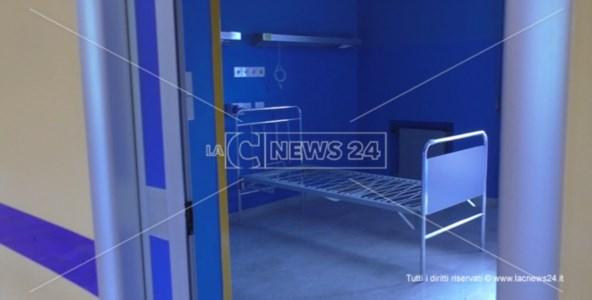 Una stanza vuota nel secondo padiglione del reparto Covid di Cetraro