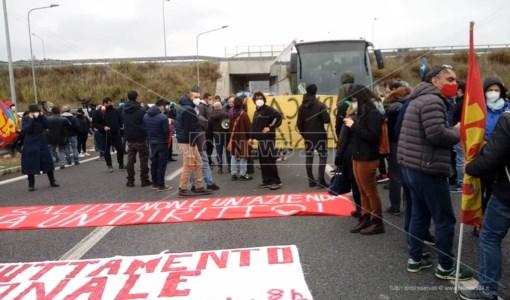 Catanzaro, manifestanti bloccano l'accesso alla Cittadella ma Boccia non li riceve