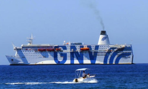 La nave quarantena Azzurra