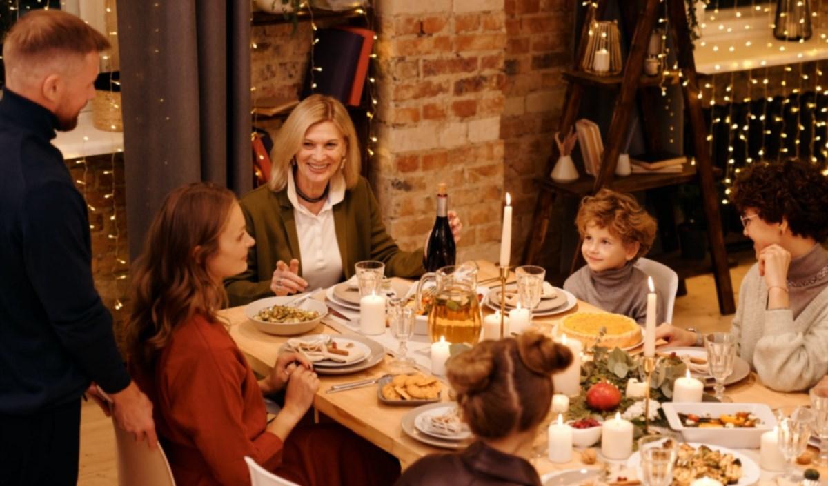 Natale in famiglia, foto di N. Michalou per pexel