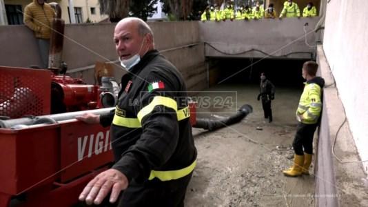 Crotone, la memoria della tragica alluvione del '96 affiora dal fango di oggi
