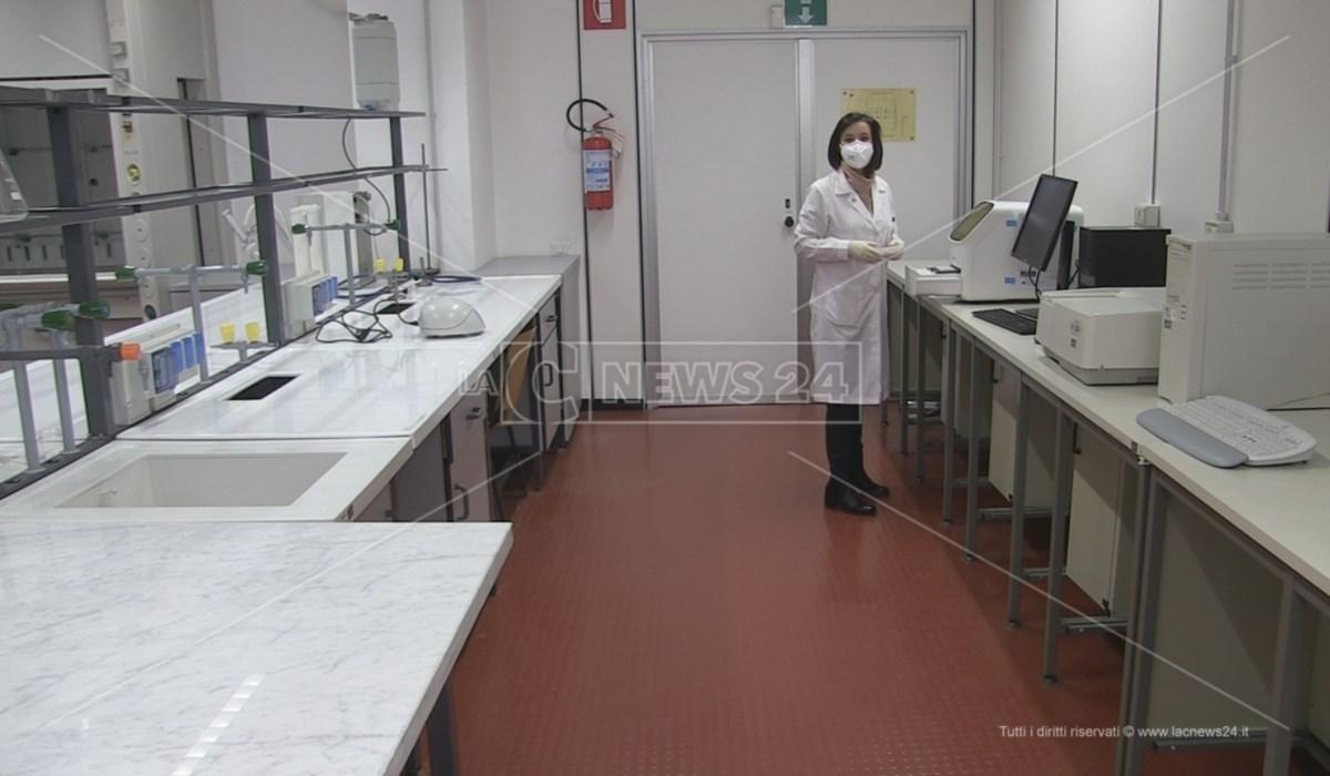 Il laboratorio del DiBest attrezzato per processare i tamponi