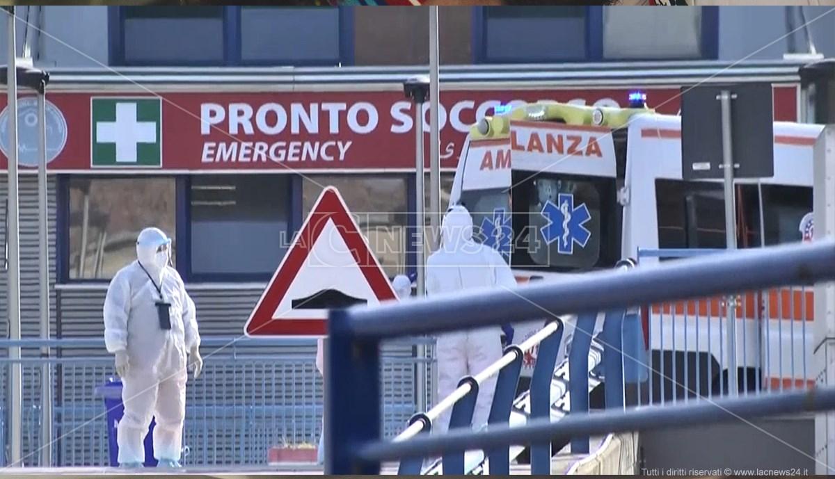 Paziente Covid in arrivo al pronto soccorso di Cosenza