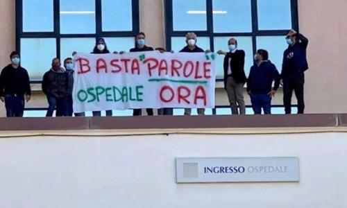 Coronavirus a Cariati, continua il sit in di protesta per la riapertura dell'ospedale